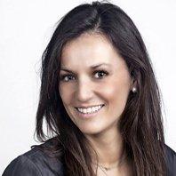 Ximena es dentista de la clinica dental Raquel Gomez en Burgos